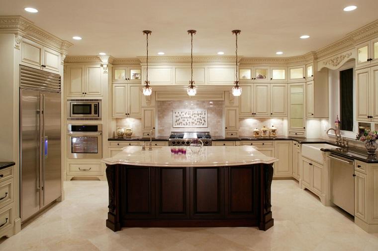 stile classico cucina mobili bianchi isola legno