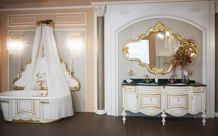Stile liberty soluzioni chic e raffinate per ogni - Specchio con cornice dorata ...