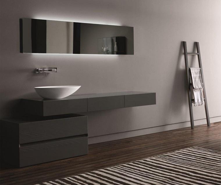 stile minimal arredo bagno pavimento legno