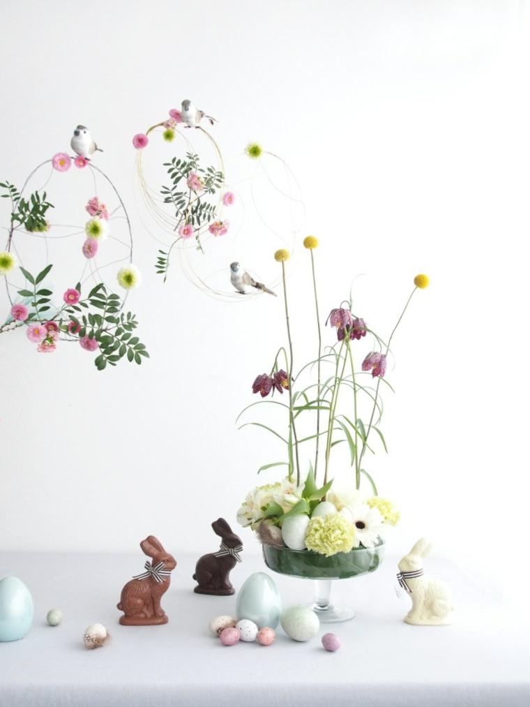 addobbi di primavera centrotavola con vaso di fiori coniglietti pasquali di cioccolato