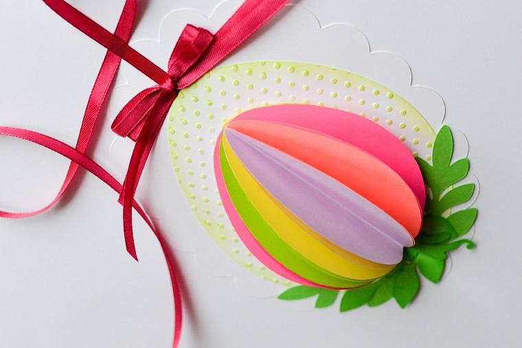 addobbi di primavera uova cartoncino colorato