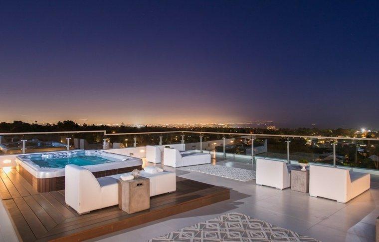 ambiente esterno grande mobili moderni jacuzzi