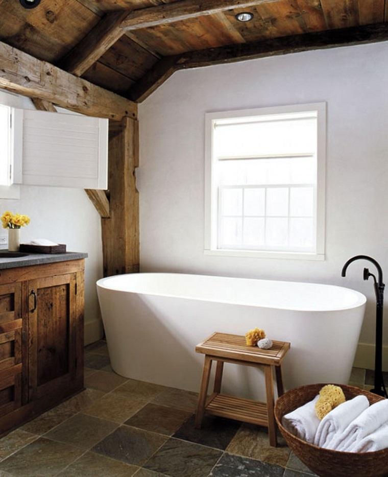 ambiente ispirato vita campagna vasca soffito legno
