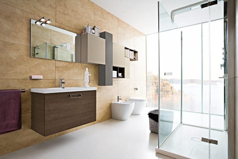 ambiente molto grande spazioso box doccia vetro