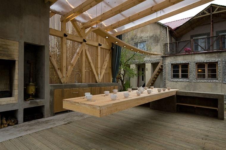 arredamento da esterno tavolo legno molto lungo