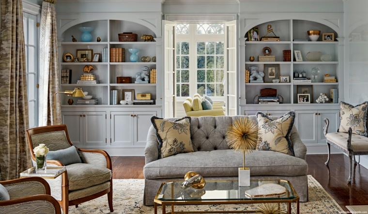 arredamento provenzale soggiorno con divano grigio credenze con mensole a vista