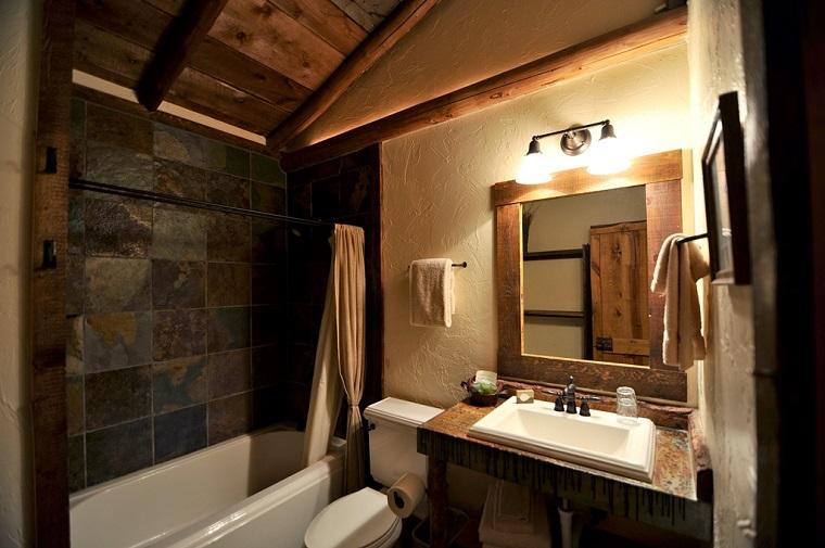 arredamento rustico bagno soffitto pendenza