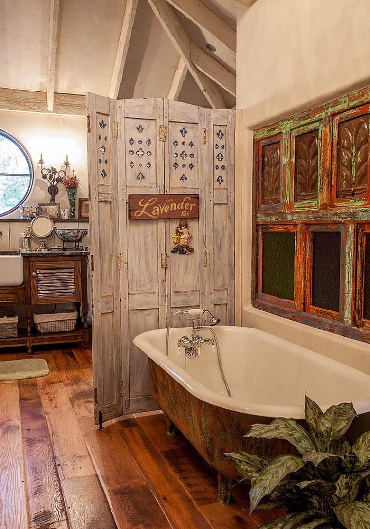 arredamento shabby chic bagno vasca pavimento legno
