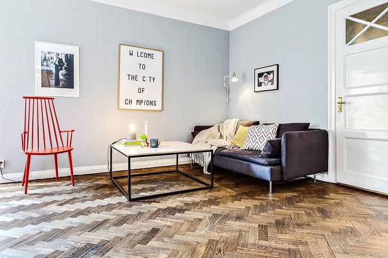 arredamento soggiorno stile scandinavo divano sedia rossa pavimento legno