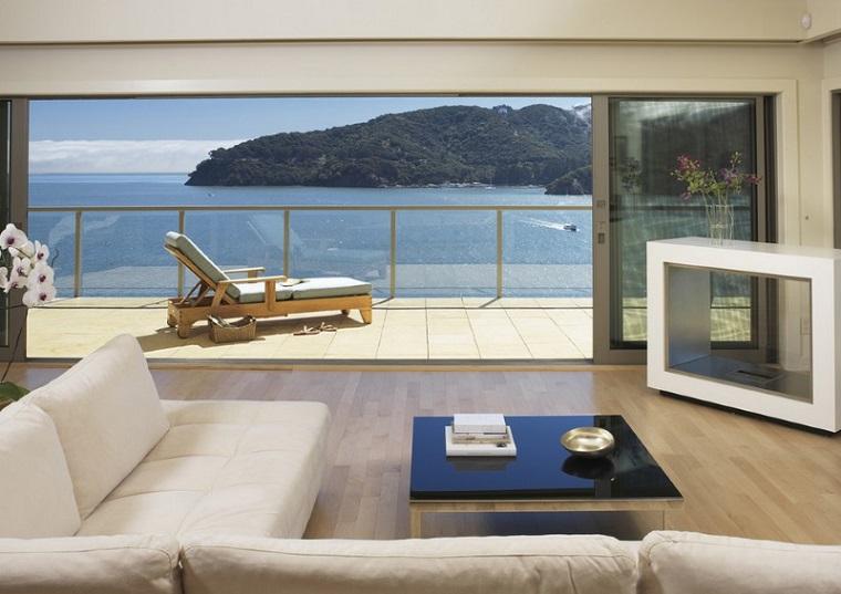 arredare balcone stile minimal prendisole legno