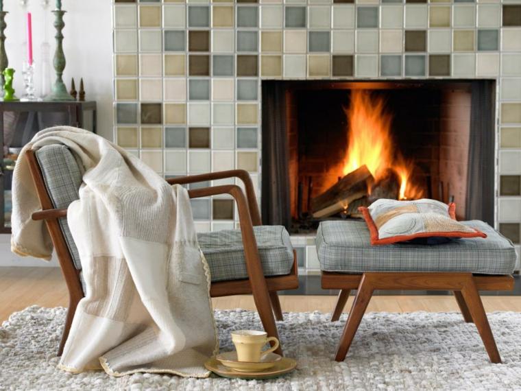 arredare soggiorno mobil legno stile classico camino tappeto