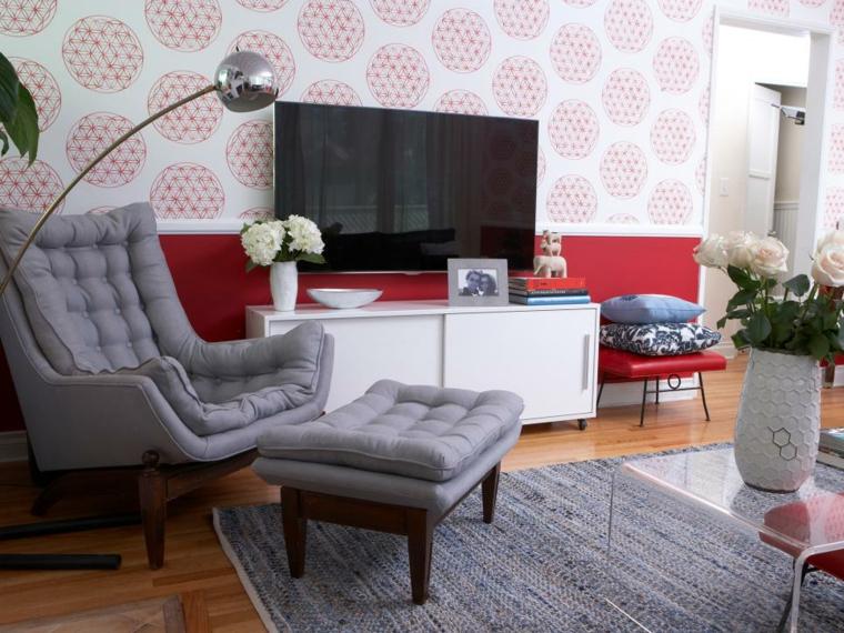arredare soggiorno parete decorata mobili colore grigio