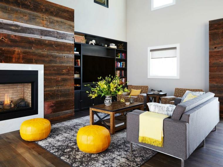 arredare soggiorno stile classico camino accenti colore giallo