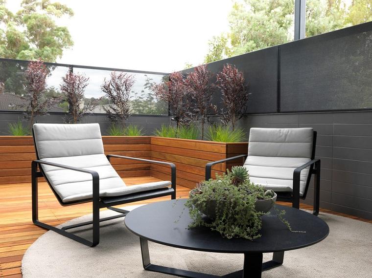 arredare terrazzo pavimento legno mobili moderni