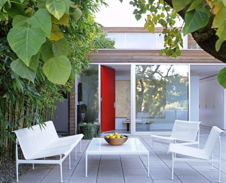 arredare terrazzo soluzione mobili colore bianco