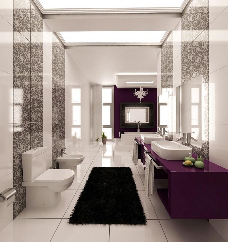 arredo bagno elegante inserti viola