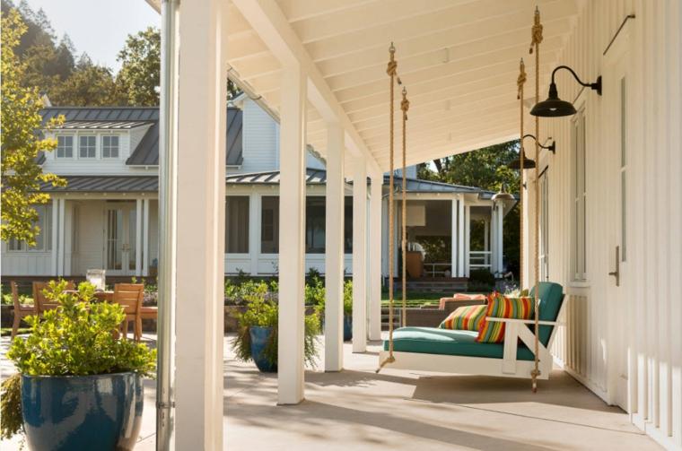 arredo balcone idea particolare fresca colorata