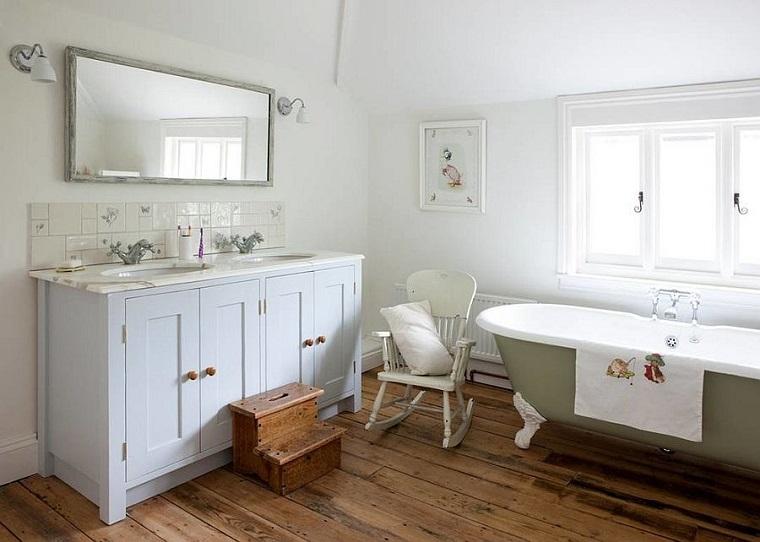 bagno arredato decorato stile shabby chic