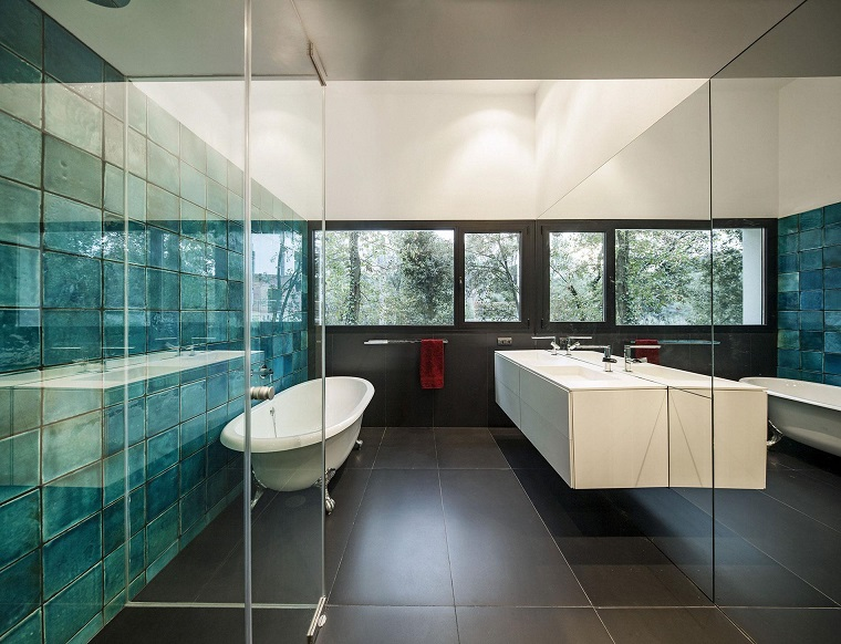 bagno moderno mobile colore bianco sospeso