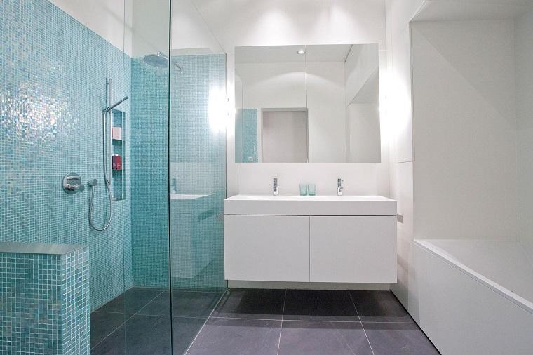 Bagno moderno 100 idee e soluzioni di design per un ambiente confortevole - Mobile bagno blu ...