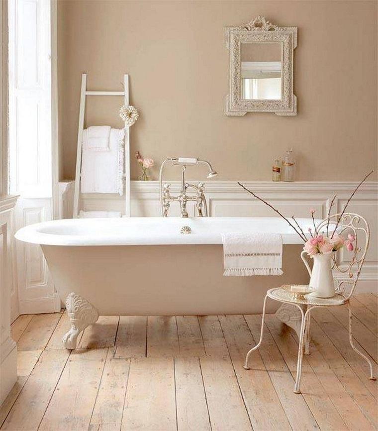 bagno shabby chic pavimento legno scala design originale