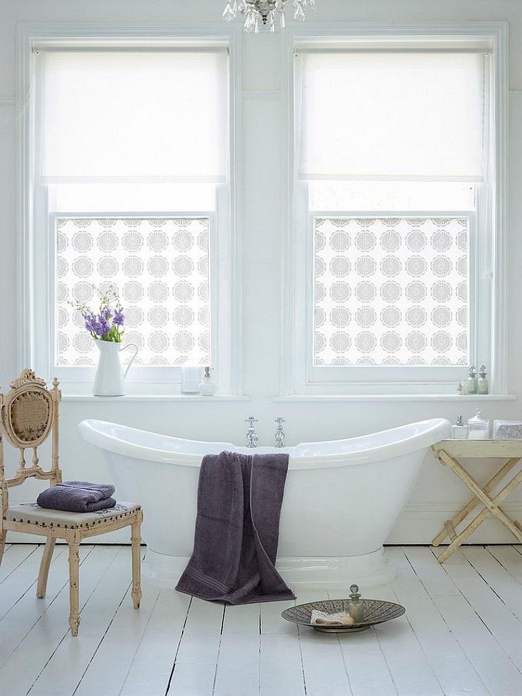 bagno shabby chic sedia legno vasca