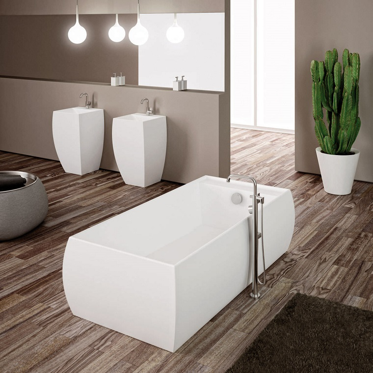 bagno vasca rettangolare pavimento legno