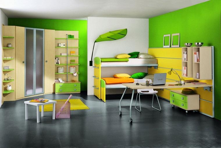 camera ragazzo-due-letti-parete-verde