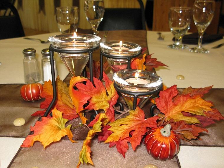 centrotavola autunnale candele foglie