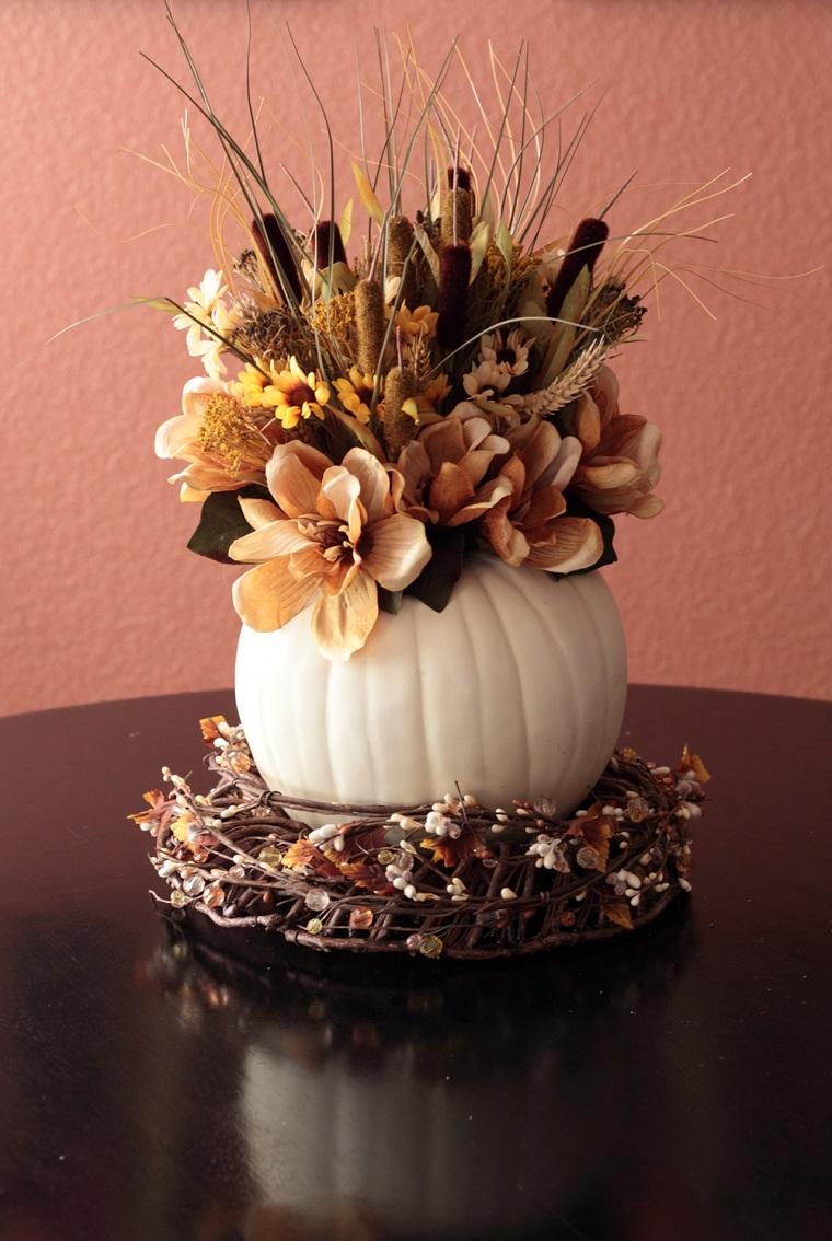 centrotavola autunnale composizione fiori colori caldi