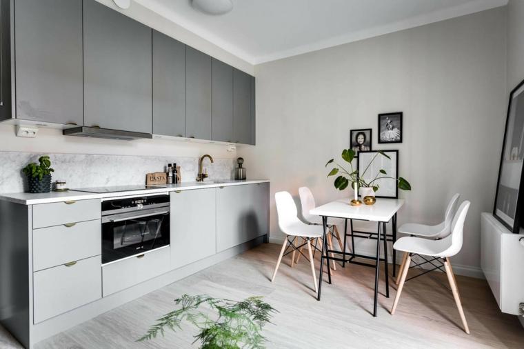 Cucina bianca e grigia, cucina con mobili bicolore, tavolo da pranzo con sedie