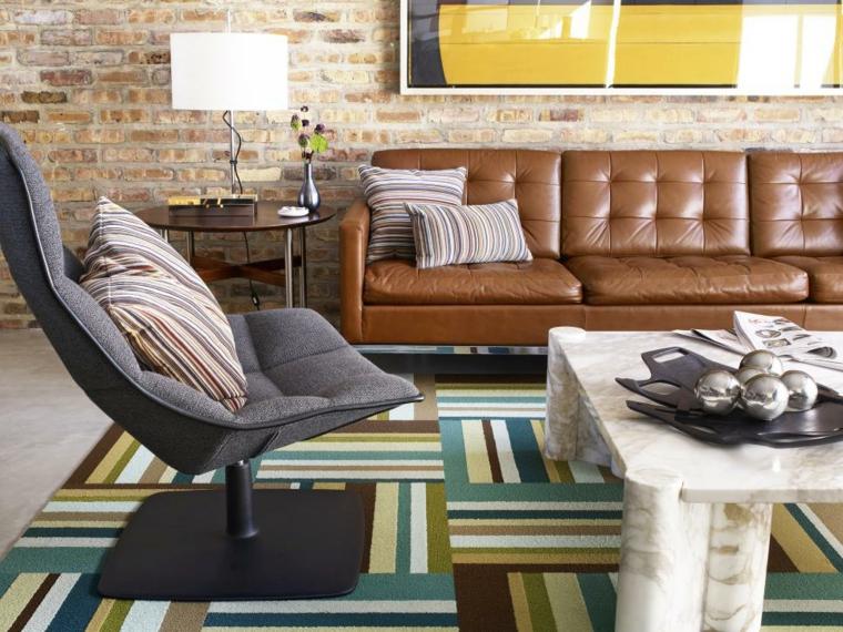 come arredare un salotto tappeto colorato divano pelle