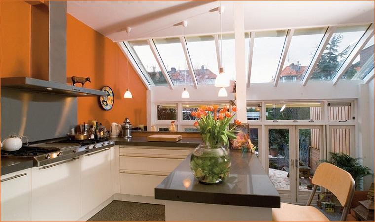 come arredare una cucina angolo pareti arancioni