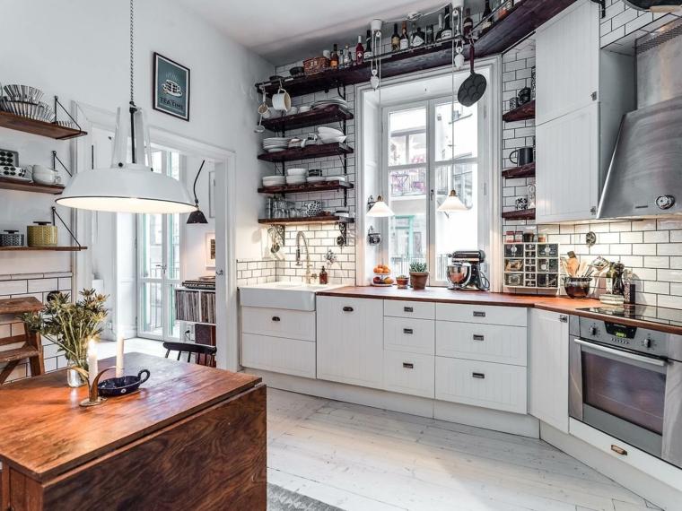 come arredare una cucina classica arredamento con mobili di legno parete con piastrelle bianche
