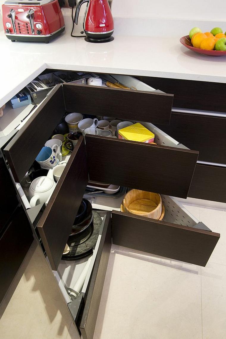 come arredare una cucina classica cassetti posizionati ad angolo