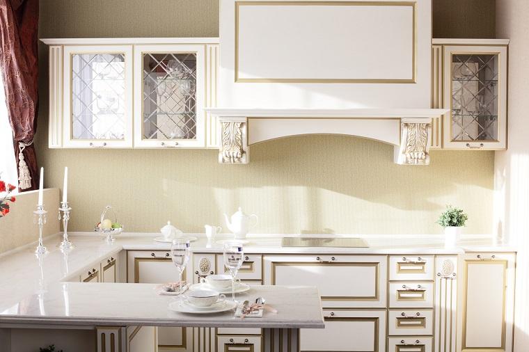come arredare una cucina stile classico penisola