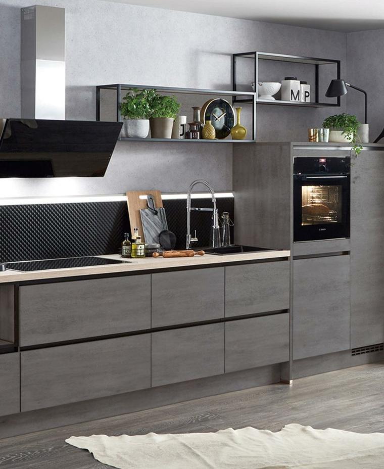 Abbinamento colori grigio, cucina con mensole a vista, cucina con top bianco