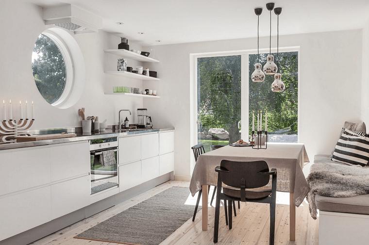 Abbinamento colori grigio, cucina con tavolo da pranzo e panchina