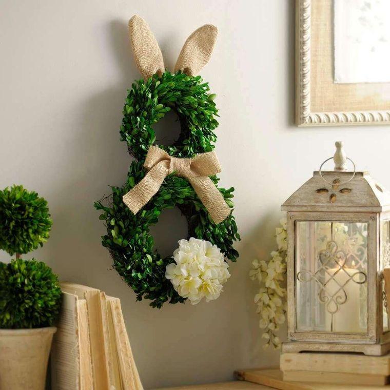 corona di pasqua con rametti decorazione a forma di coniglio lanterna vintage