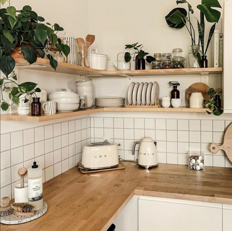 cucina ad angolo con penisola top in legno piastrelle bianche con mensole a vista