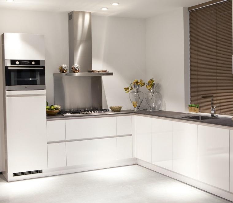 Cucina ad angolo ispirazioni per un arredo di design per - Mobili cucina ad angolo ...