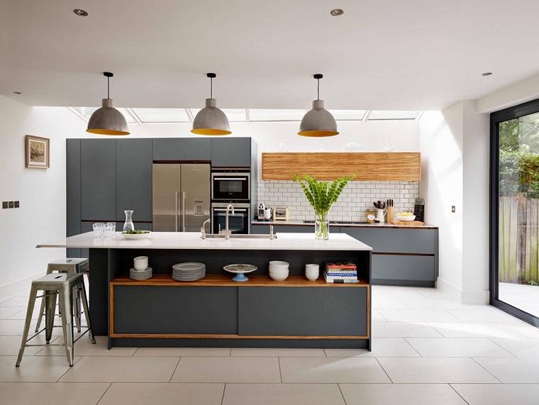 Cucina bianca e grigia un tocco di stile alla vostra zona - Cucina nera legno ...
