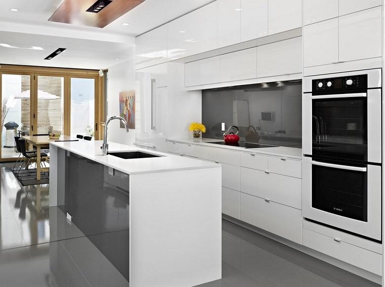 Cucina Moderna Bianca Con Top Grigio.Cucina Bianca E Grigia Un Tocco Di Stile Alla Vostra Zona