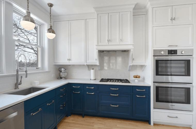 cucina bianca moderna idea originale elementi blu