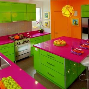 Mensole cucina dieci idee originali per ordinare e arredare - Cucine colorate ...