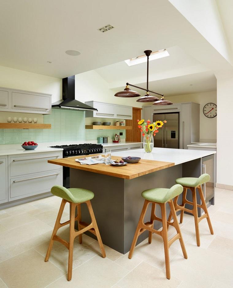 cucina con isola centrale top bicolor