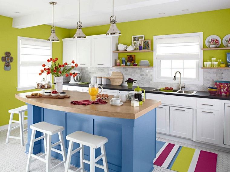 cucina con isola proposta molto colorata design