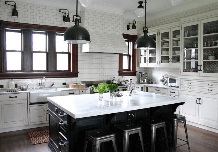 cucina con isola stile country bianco nero design