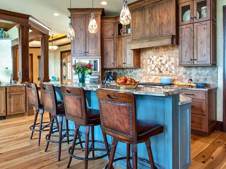 cucina con isola stile country inserti legno lampadari design