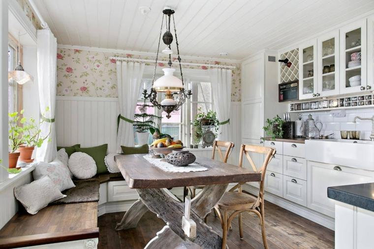 cucina e sala da pranzo open space mobili di legno lampadario in ferro battuto